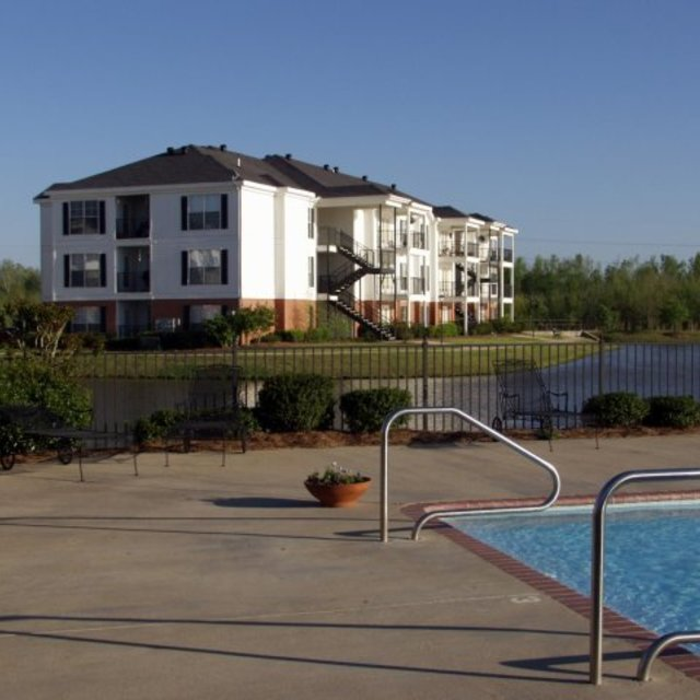 Windsor Lake Apartments, Brandon, MS - Pool